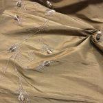 Thai silke med broderi brun
